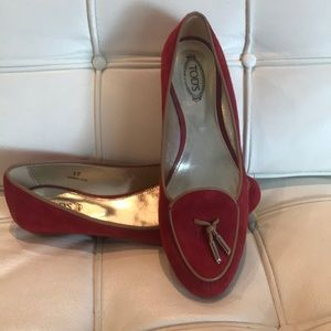 Women's red Tods.